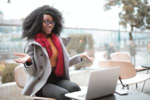 Blogging-VS-Vlogging-Which-Better-for-Make-Money-Fast
